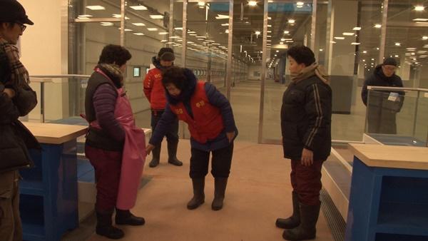 매장 내부의 소비자 통로 (사진 : 칼라TV)