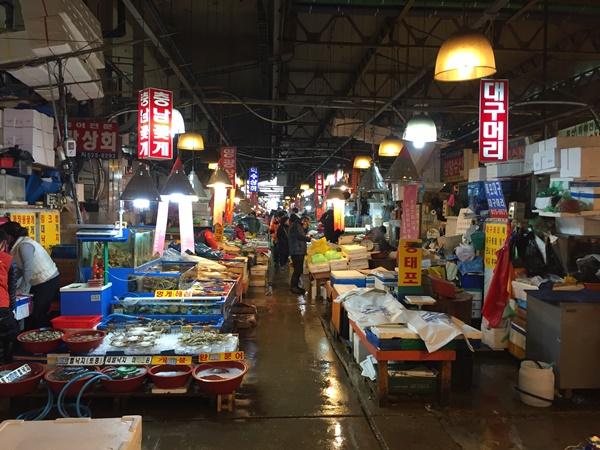사라질 위기에 처한 노량진 수산시장의 모습