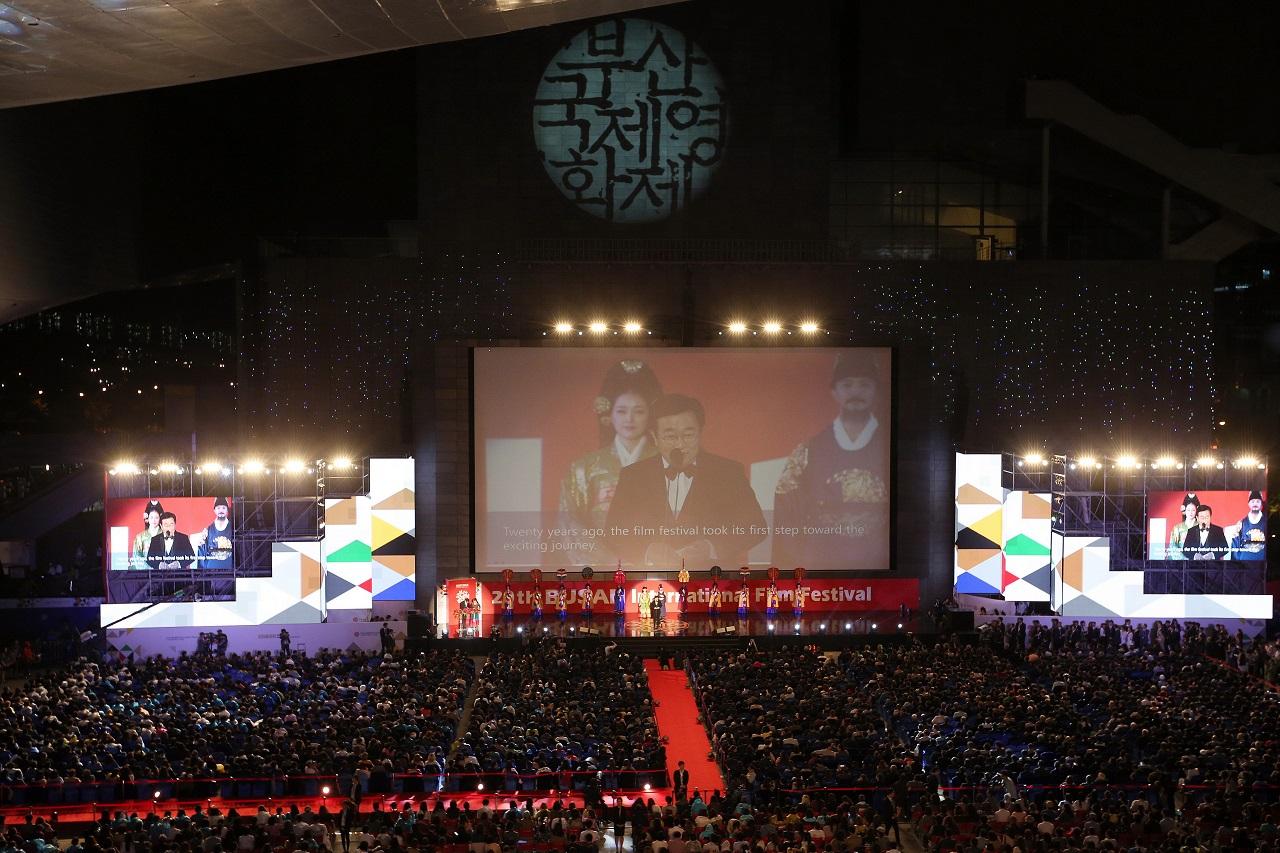 2015년 20회 부산국제영화제 개막식에서 개막선언을 하는 서병수 시장