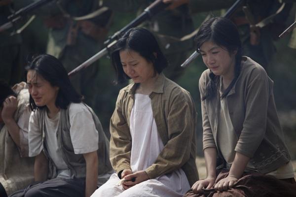 일본군에게 끌려간 소녀들은 끔찍한 고통을 겪는다