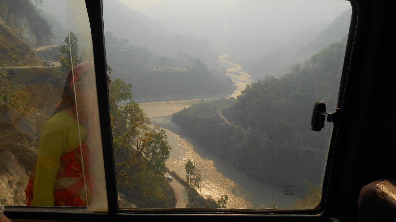 인도와 네팔을 가르는 칼리 강줄기 따라 반밧사 가는 길