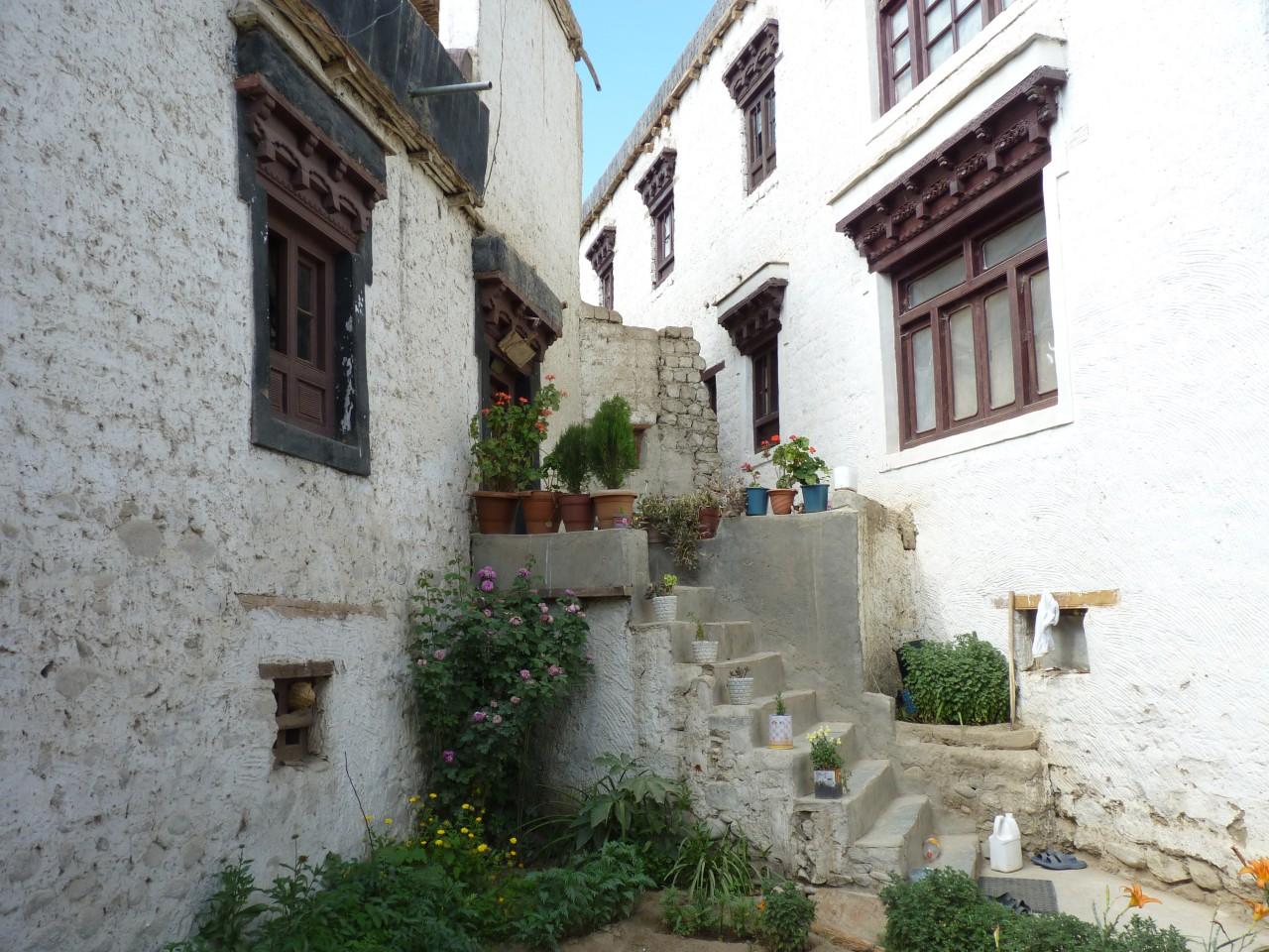 라다크 전통가옥...1층은 가축, 2층은 사람, 3층은 신을 위한 공간.
