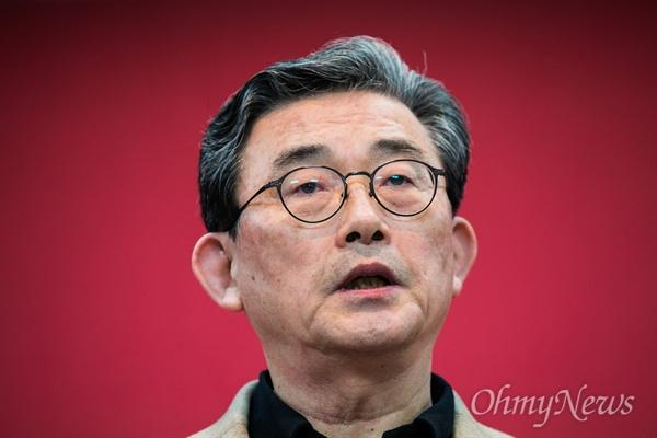 이한구 새누리당 공천관리위원장이 16일 오후 서울 여의도 당사에서 공천결과를 발표하고 있다.