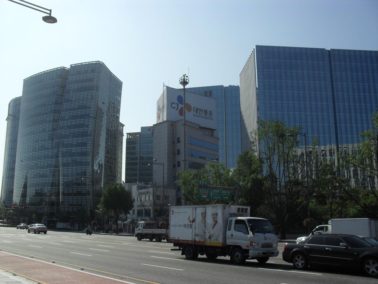 광화문 시민열린마당 옆의 옛 한국일보 자리. 지금은 다른 건물이 들어서 있다.