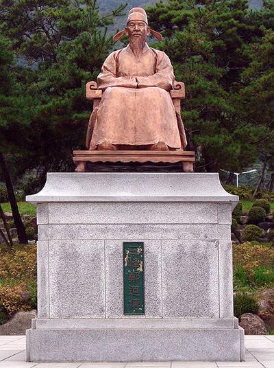 충북 단양군 도담삼봉에 있는 정도전 동상.