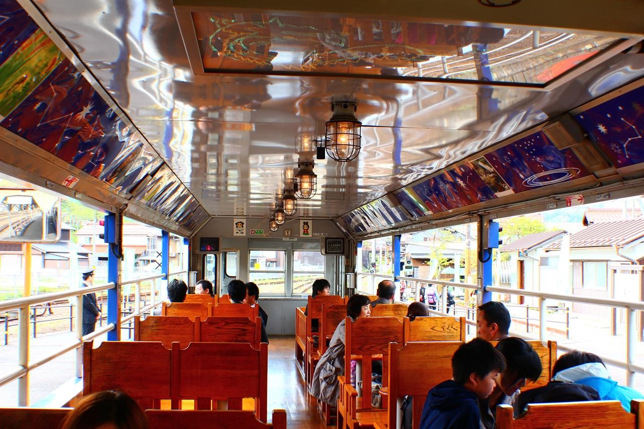 오쿠이즈모오로치호 오픈차량 실내 모습.