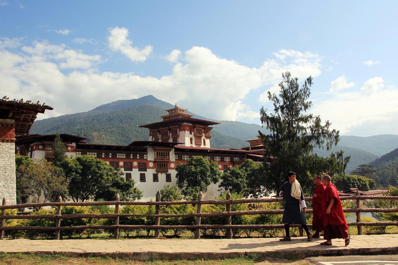 부탄에서 가장 아름다운 종으로 꼽히는 푸나카 종  이곳에서 1905년 초대 왕의 대관식이 열렸다.