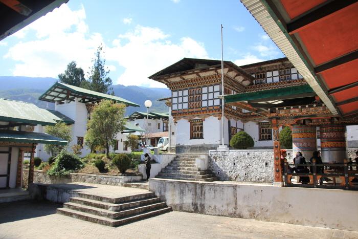 팀푸의 전통 병원 외국인인데도 무료로 진료를 해줬다.