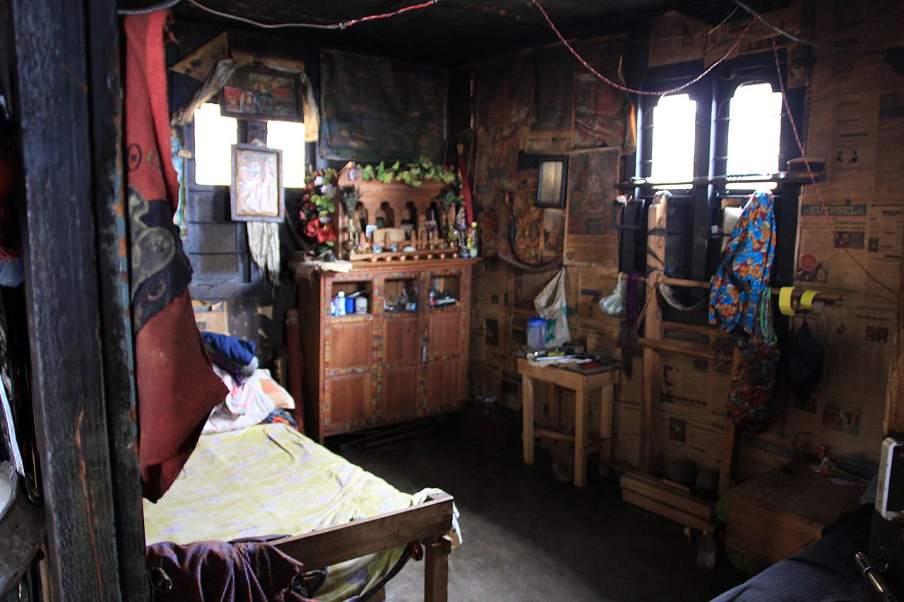 부탄의 오두막집  폽지카계곡 교차로에 살고 있는 사람들