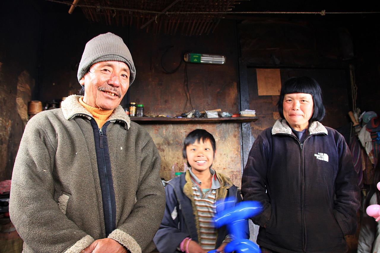 언제나 미소로 맞아주는 부탄 사람들 낯선이의 방문에 웃음이 끊이지 않았다