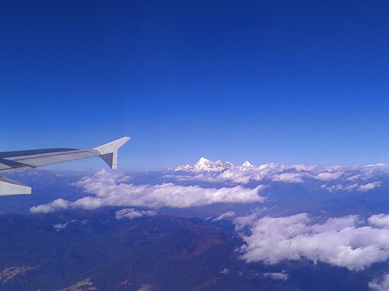 두룩에어를 타고 내려다 본 히말라야 설산  부탄여행에서 즐길 수있는 절경중의 하나다
