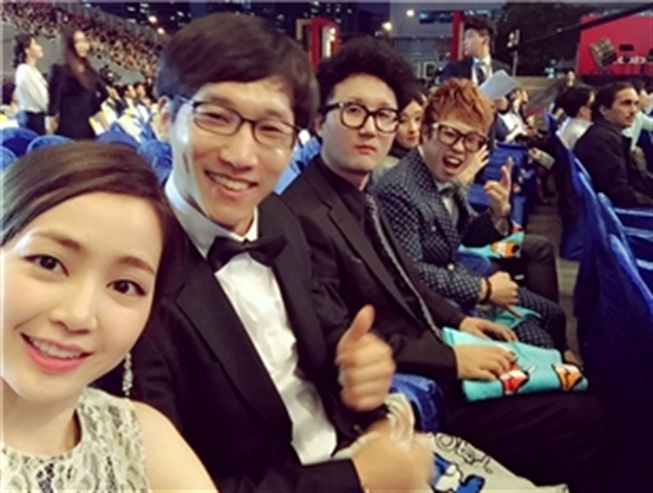제20회 부산국제영화제 개막식 당시 <프로젝트 패기> 출연배우들과 함께. 역시 배우들이라 카메라 앞이 자연스럽다.