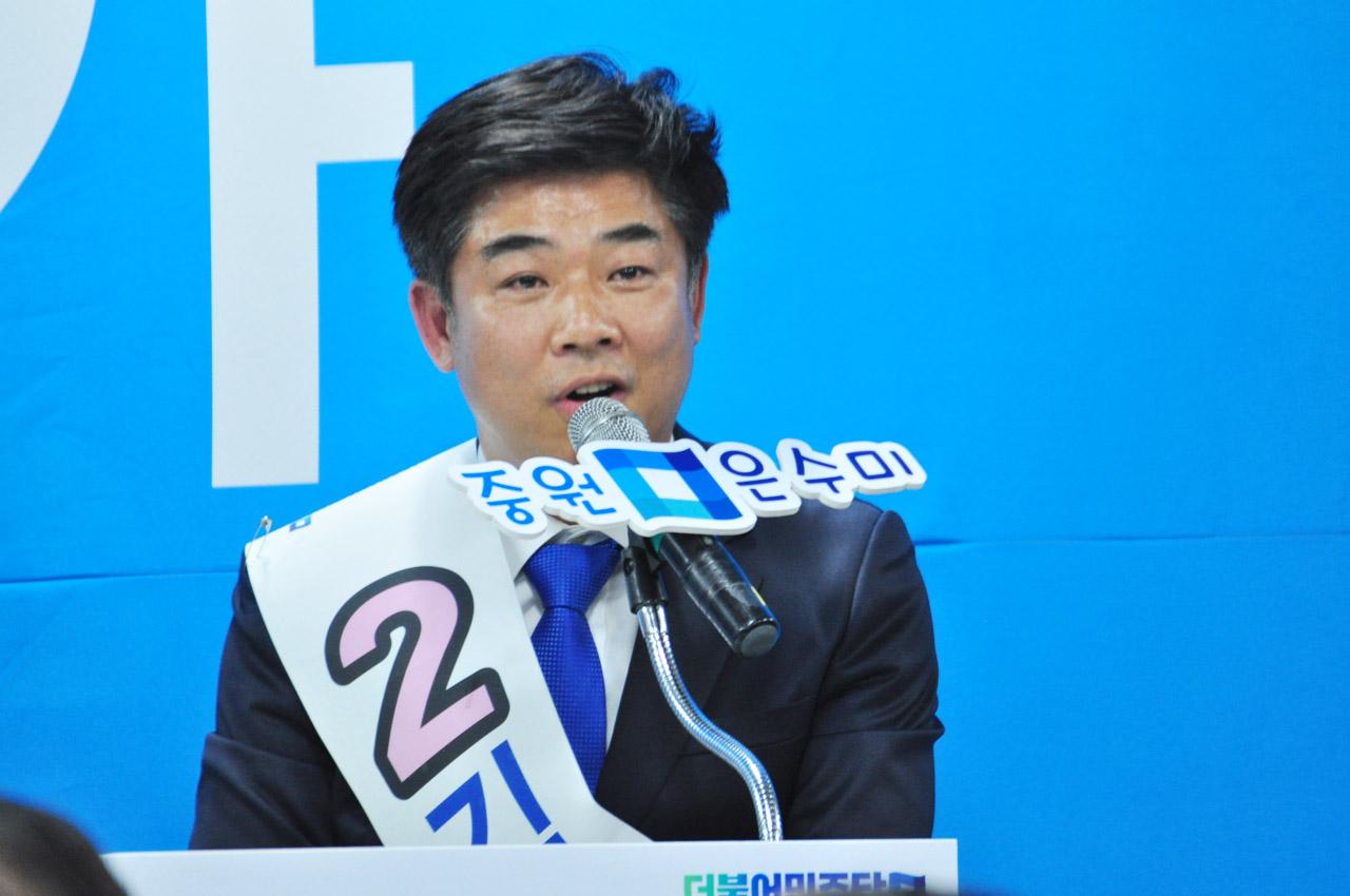 분당을 김병욱 더민주 후보가 발언하고 있는 모습