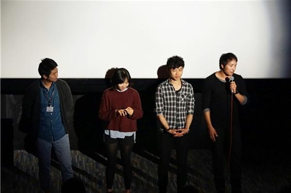 제19회 부산국제영화제에서 <철원기행>이 상영된 직후 열린 관객과의 대화 시간.  출연 배우들과 김대환 감독(좌측)의 모습.