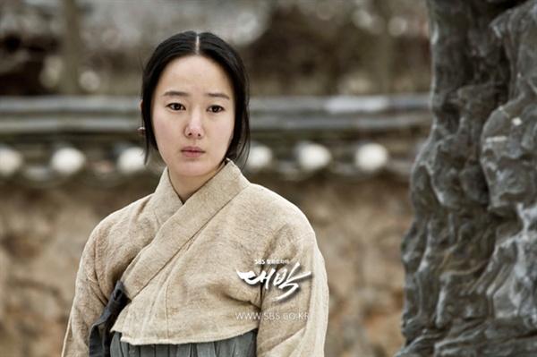 대박의 무수리 출신 최숙빈 역을 맡은 배우 윤진서.