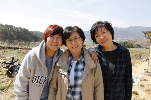 도회지에서 살다가 전라남도의 산골로 둥지를 옮겨온 세 자매. 왼쪽부터 조수연, 조경숙, 조경자 씨다.