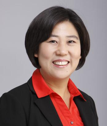 경기도 성남 수정구에 출마한 기호5번 민중연합당 엄마당 공동대표를 맡고 있는 장지화 후보의 모습