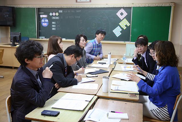 수업이 끝난 후 참관했던 교사들이 모여 공감협의회를 열었다