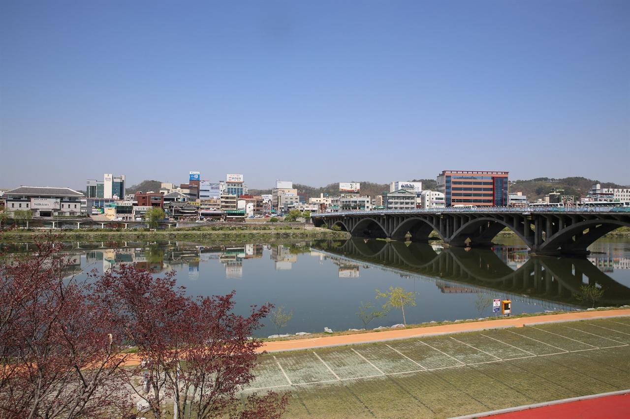 진주남강 진주시 중앙에 있는 강