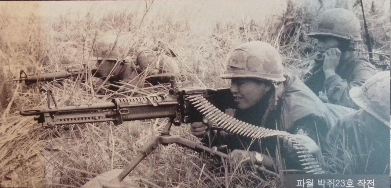베트남전쟁에 파견된 육군 백마부대 장병들. 서울 마포구 상암동의 박정희대통령기념도서관에서 찍은 사진.