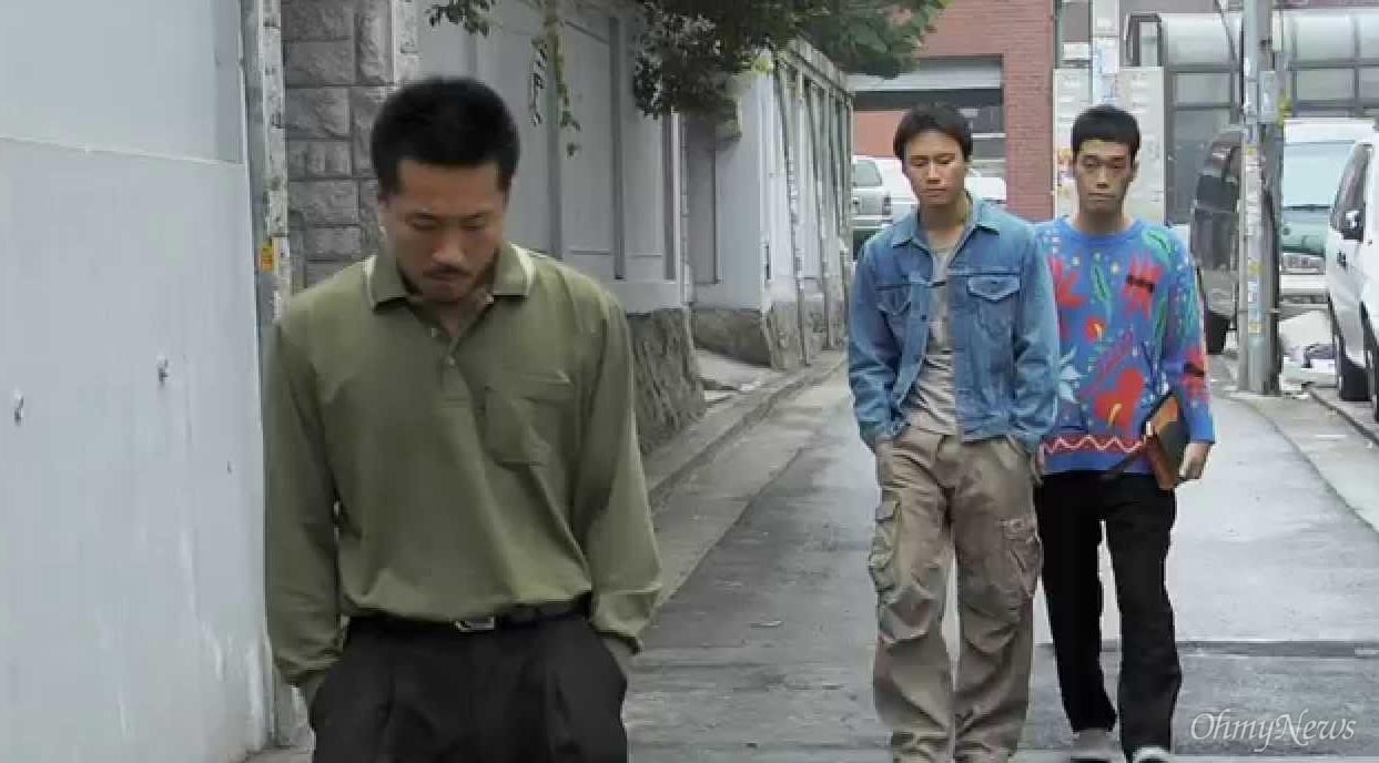 영화 <똥파리>의 한 장면.