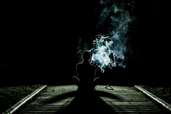 우선, 흡연이 문제다.