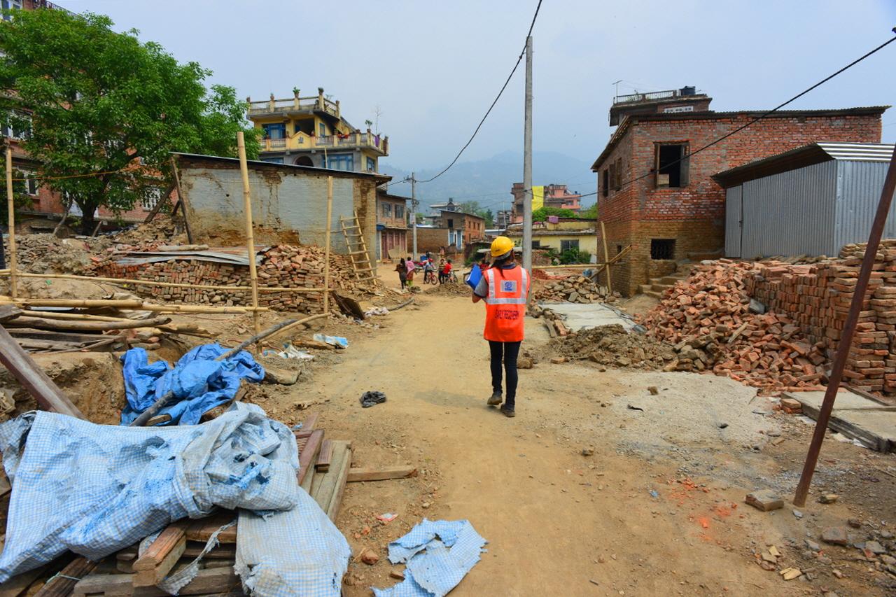 지진으로 도시 전체가 초토화되버린 샤쿠