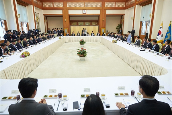 지난 26일 박근혜 대통령과 언론사 편집 보도국장 오찬 당시 모습.