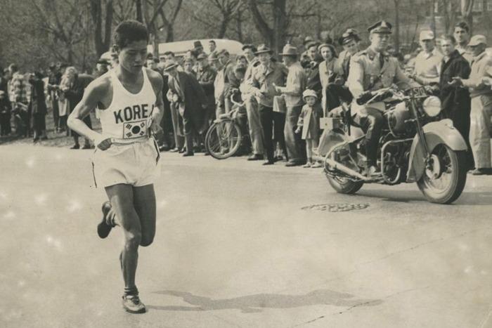 함기용의 역주 1950년 보스톤마라톤 우승당시 함기용이 역주하는 모습