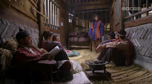 MBC 주말드라마 <옥중화>가 묘사한 조선시대 감옥.