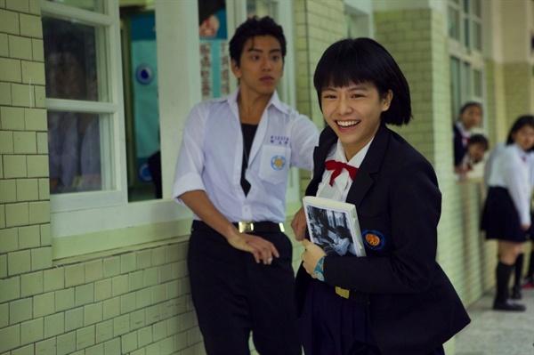 영화 <나의 소녀시대>의 한 장면. 주인공 린전신(송운화)은 자신의 마음을 친구 쉬타이위(왕대륙)에게 고백하기로 마음먹는다.