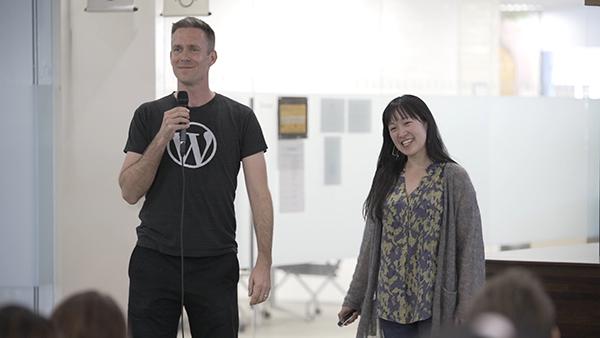 오토매틱 직원들 워드프레스 개발사이자 전직원 원격근무를 도입한 오토매틱(Automattic)의 맷 페리(Matt Perry)와 스테프 유(Steph Yiu).