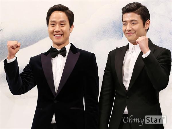 영화 <재심>에 출연하는 정우와 강하늘. 2014년 영화 <쎄시봉>, 2015년 tvN 예능 <꽃보다 청춘-아이슬란드>에 이은 세 번째 만남이다.