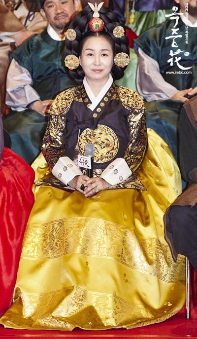 문정왕후 역할을 맡은 배우 김미숙.