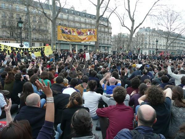 Nuit Debout (밤을 서서 보내자). 서민집회 광경
