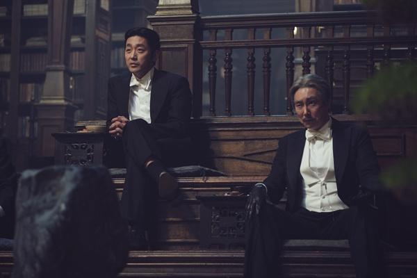<아가씨>에서 '파애'의 메타포로 사용된 두 배우 하정우(좌)와 조진웅.