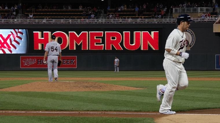 홈런을 친 후 다이아몬드를 돌고 있는 박병호 (사진출처: 미네소타 트윈스 SNS)