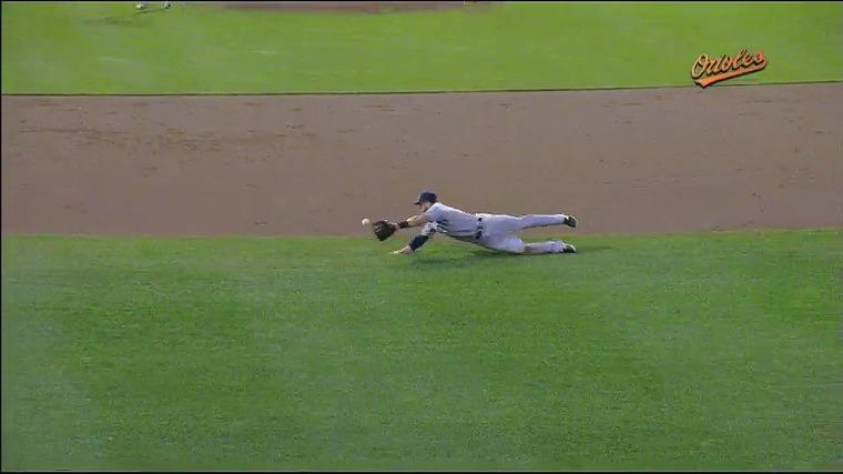 수비시프트를 뚫는 김현수 타구 (출처: MLB.COM 관련 영상 중 화면 갈무리)