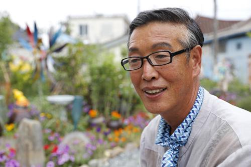 양림동 펭귄마을 촌장을 맡고 있는 김동균 씨. 펭귄텃밭을 일군 당사자다.