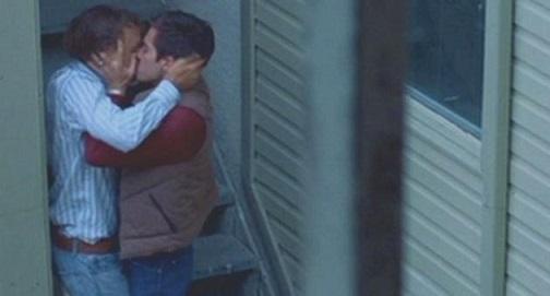 """에니스는 말한다. """"우리가 할 수 있는 건 아무 것도 없어. 가끔 만나서 몰래 사랑할 수밖에 없다고."""" 영화 <브로크백 마운틴>의 한 장면."""