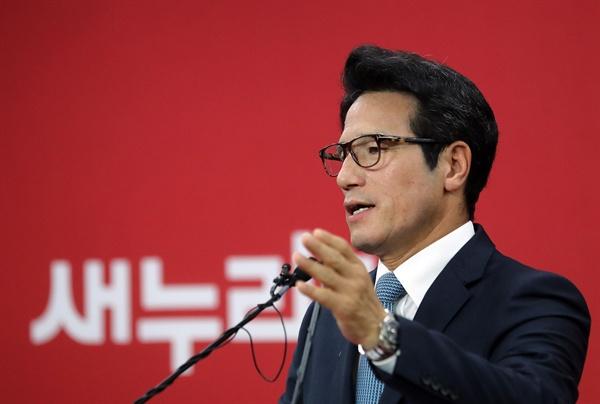 새누리당 정병국 의원이 지난 10일 오전 서울 여의도 당사에서 기자회견을 열고 '8·9 전당대회' 당 대표 경선 출마를 공식선언하고 있다.