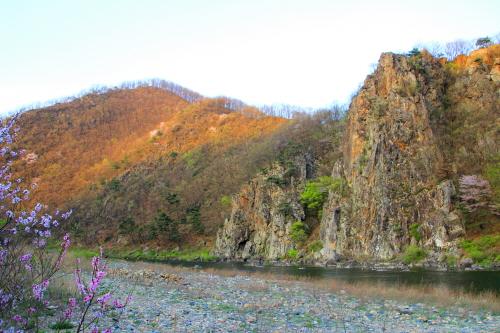 병풍바위의 봄 풍경 -