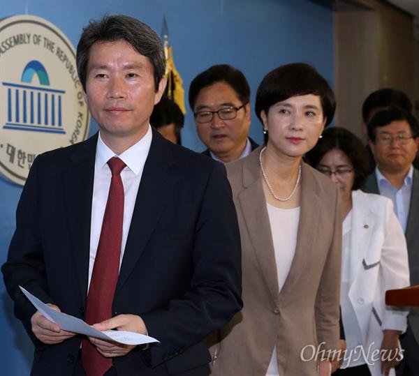 앞쪽부터 이인영, 유은혜, 우원식, 김상희, 설훈 더불어민주당 의원(자료사진).