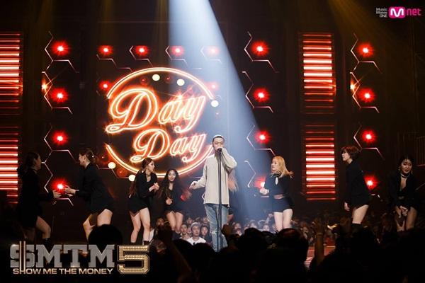 비와이는 <쇼미더머니5> 세미 파이널 무대에서 'Day Day'로 이미지 변신을 꾀했고 이 곡으로 결승진출을 확정지었다.