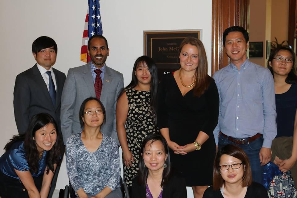 미국상원의원실 직원과 로비중인 해외입양인들