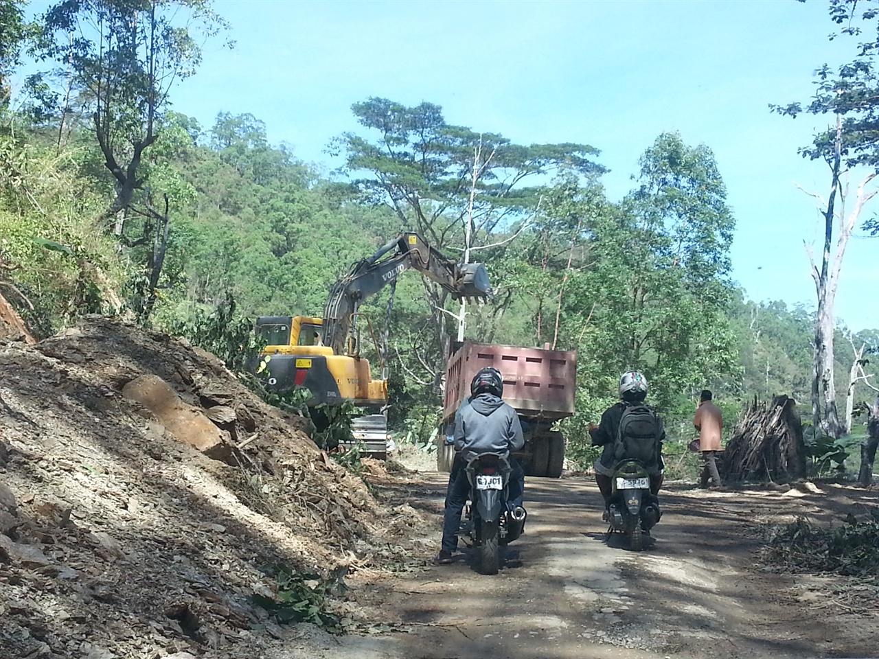 사메가던 길 딜리에서 사메지역으로 가다 만난 도로공사 현장