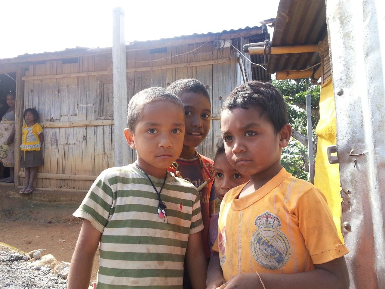 어린이 '보 따르디'가 입에 붙은 어린이들