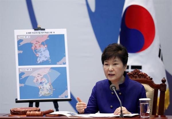 박근혜 대통령이 14일 오전 청와대에서 열린 고고도미사일방어체계(사드·THAAD) 주한미군 배치 결정과 관련해 국가안전보장회의(NSC)를 주재하고 있다. 2016.7.14