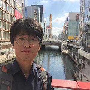2015년 9월에는 일본 시장조사를 위해 오사카를 방문했다. 일본의 돈키호테(잡화상가)와 패션제품 등을 둘러봤다.