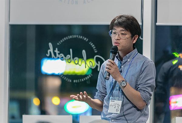 지난 5월25일 신촌 르호봇센터에서 열린 '10인10색, 1인기업가 생존기'에서 자신의 경험담을 나누는 사일환씨.